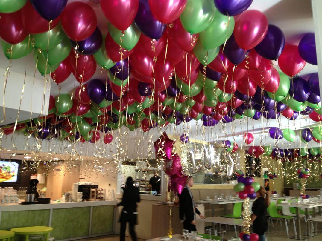 100 Red And Green Balloons On Ceiling